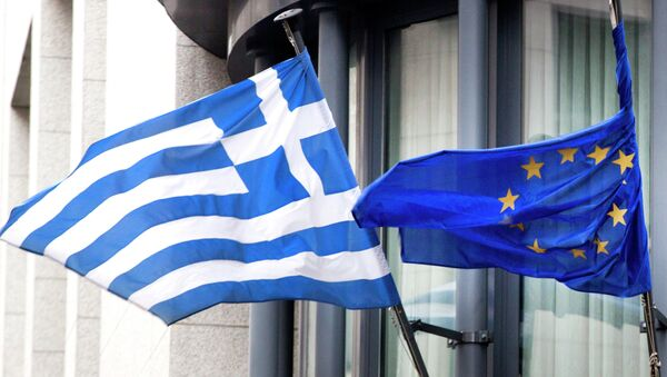 The Greek, left, and EU flag flap in the wind - Sputnik International