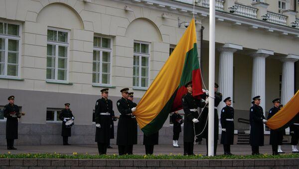 Lithuanian flag rising at the President Palace - Sputnik International