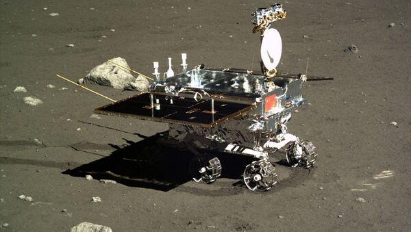 China's Yutu moon rover, photographed by the Chang'e 3 lander on Dec. 16, 2013. - Sputnik International