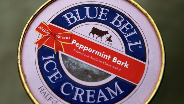 This photo shows a container of Blue Bell ice cream Friday, March 13, 2015, in Dallas - Sputnik International