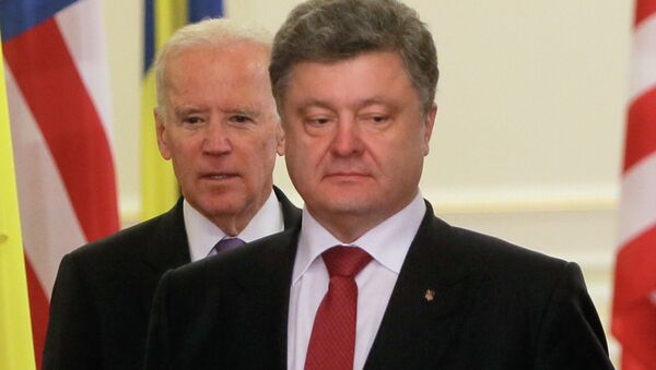 """US Vice President Joe Biden is """"extremely worried"""" about the scale of corruption in Ukraine. He warned Ukrainian President Petro Poroshenko and Prime Minister Arseniy Yatsenyuk that if the situation doesn't change the United States will stop bankrolling the country, Ukraine's Novoe Vremya reported. - Sputnik International"""