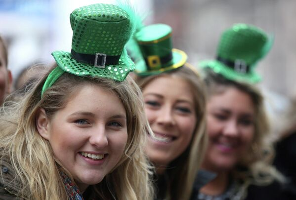 Three women take part in the St Patrick's Day parade through central London. - Sputnik International