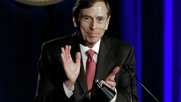 The White House has been consulting with retired Gen. David Petraeus about the Islamic State, despite his legal troubles over mishandled classified information and allegations that he's received special treatment from top Washington officials. - Sputnik International