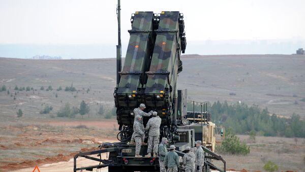 US soldiers work on a Patriot missile system - Sputnik International