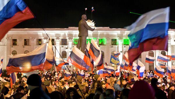 Pro-Russian people celebrate in Lenin Square, in Simferopol, Ukraine, Sunday, March 16, 2014. - Sputnik International