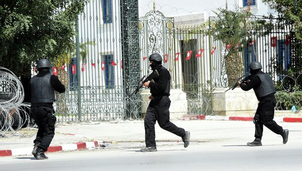 Tunisian security forces secure the area after gunmen attacked Tunis' famed Bardo Museum on March 18, 2015 - Sputnik International