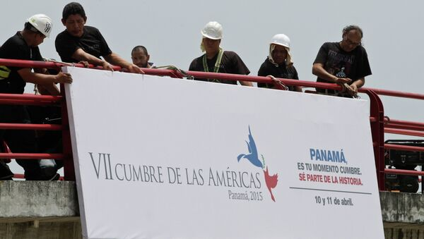 Workers install a banner announcing the upcoming 7th Summit of the Americas in Panama City - Sputnik International