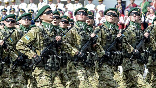 A military parade at Khreshchatyk Street on Independence Day in Kiev - Sputnik International