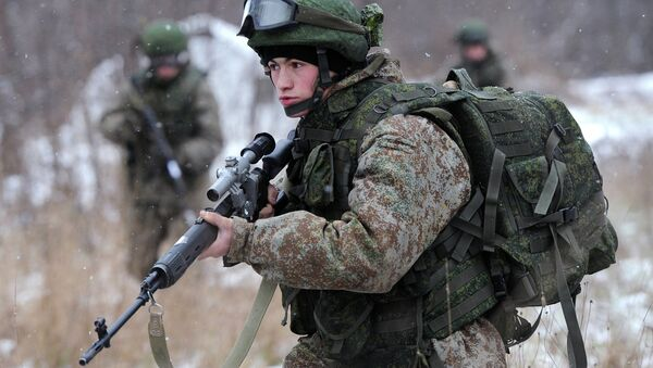A soldier demonstrates the Ratnik Soldier Combat Equipment Set during a military exercise at Alabino range, Moscow Region. File photo - Sputnik International