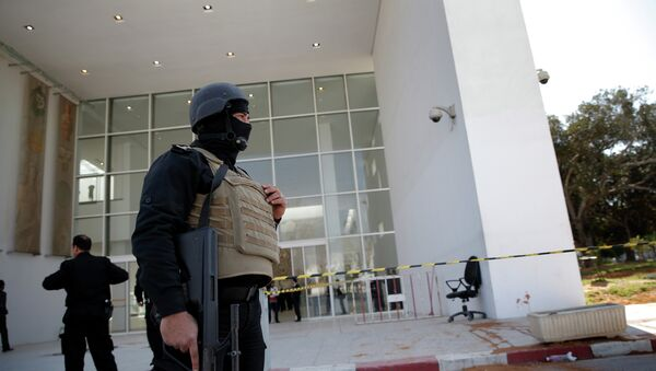 Policemen guard the entrance of the Bardo museum in Tunis, Tunisia - Sputnik International