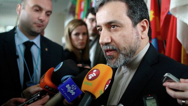 Iran's chief nuclear negotiator Abbas Araghchi talks to the media after meeting IAEA Director General Yukiya Amano (not pictured) at the IAEA headquarters in Vienna February 24, 2015 - Sputnik International