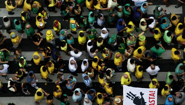 Demonstrators rally to protest against the government of president Dilma Rousseff in Paulista Avenue in Sao Paulo, Brazil on 15 March, 2015 - Sputnik International