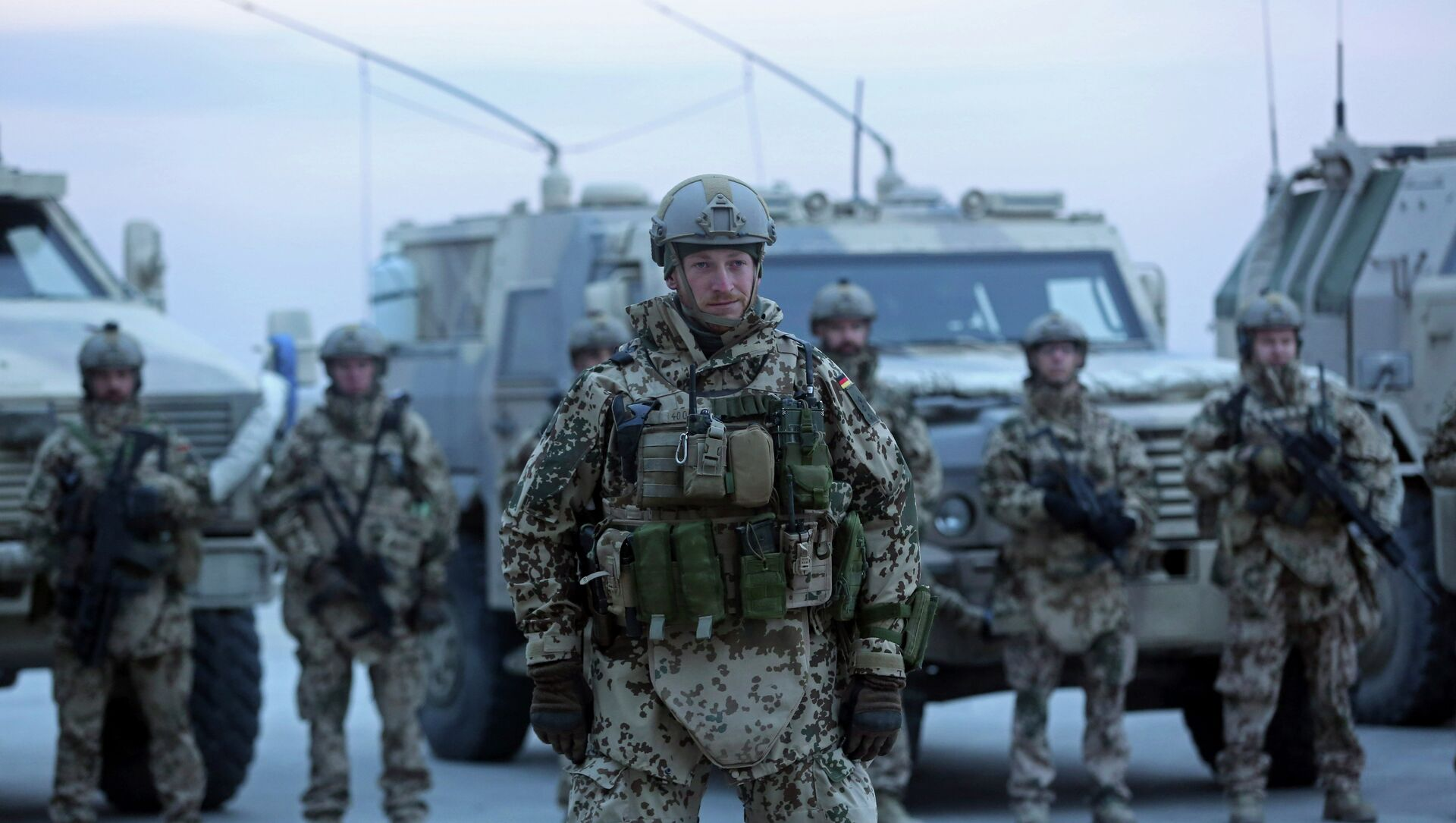 German soldiers stand guard during the NATO Secretary-General Jens Stoltenberg's visit, 2014. - Sputnik International, 1920, 29.06.2021