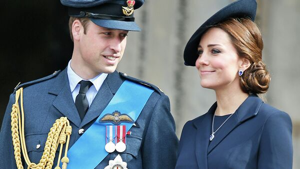 Britain's Duke of Cambridge and Duchess of Cambridge stand at the steps of St Paul's Cathedral, in central London - Sputnik International