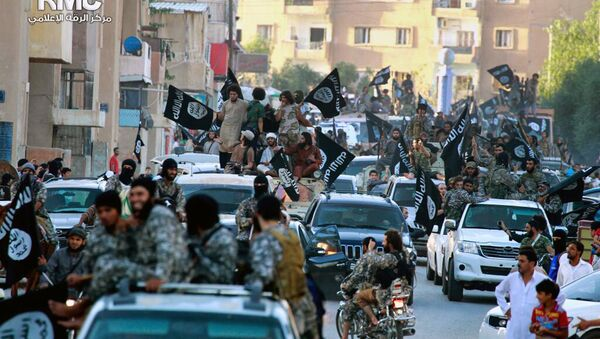 Fighters from the Islamic State group parade in Raqqa - Sputnik International