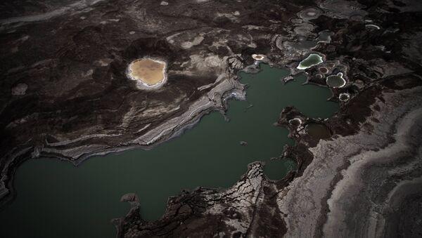 An aerial view photo shows sinkholes created by the drying of the Dead Sea, near Kibbutz Ein Gedi - Sputnik International