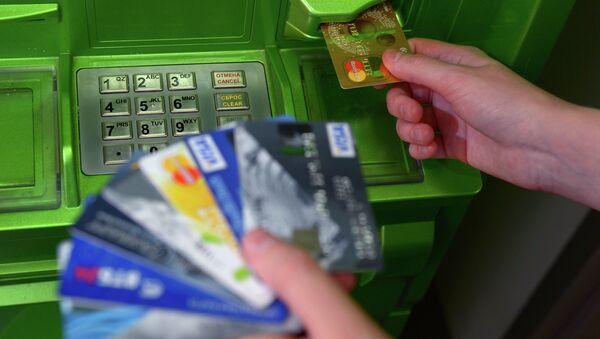 Bank cards of international payment systems VISA and MasterCard - Sputnik International