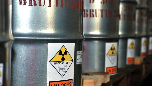 Uranium Ore in Barrels - Sputnik International