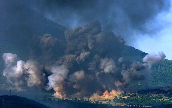 The Kosovo village of Gorozhubi comes under attack by U.S. B-52 bombers Sunday June 6 1999. - Sputnik International