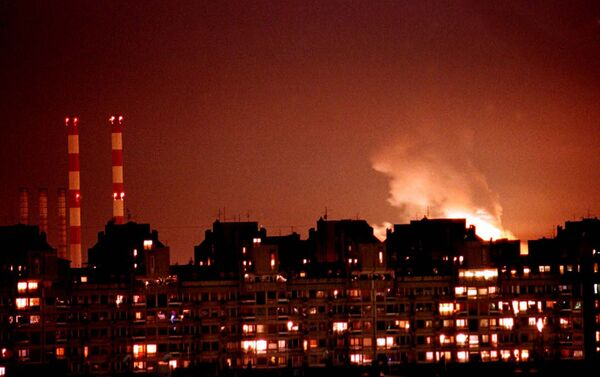 Flames from an explosion light up the Belgrade skyline near a power station after NATO cruise missiles and warplanes attacked Yugoslavia late Wednesday, March 24, 1999 - Sputnik International