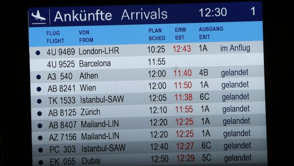 The arrivals board shows flight 4U 9525 without a status at the airport in Duesseldorf, Germany, Tuesday, March 24, 2015 - Sputnik International