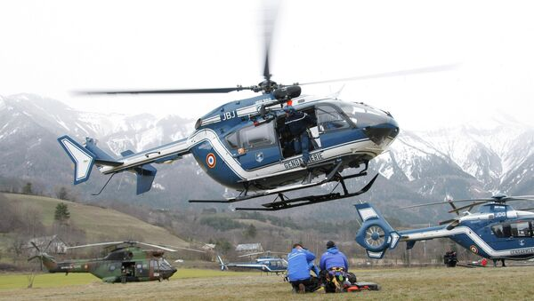 An helicopter takes off at Seyne les Alpes, French Alps - Sputnik International