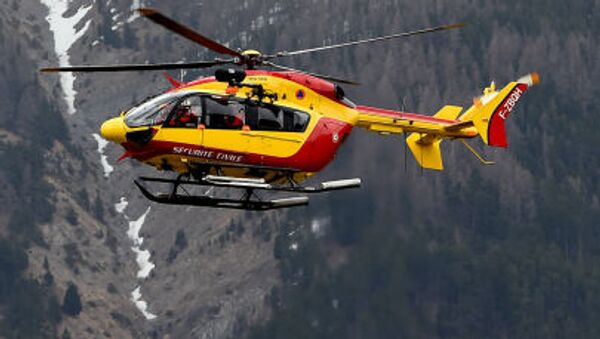 A helicopter of the French civil security services flies near Seyne, south-eastern France, on March 24, 2015, near the site where a Germanwings Airbus A320 crashed in the French Alps. - Sputnik International