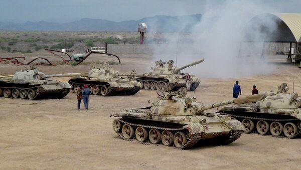 Militiamen loyal to Yemen's President Abed Rabbo Mansour Hadi take positions at the al-Anad air base in the southern province of Lahej, 60 kilometers (35 miles) of Aden, Yemen - Sputnik International