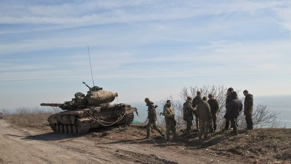Ukraine government forces stand by a tank on a front line position east of the Sea of Azov port city, Mariupol, Ukraine - Sputnik International