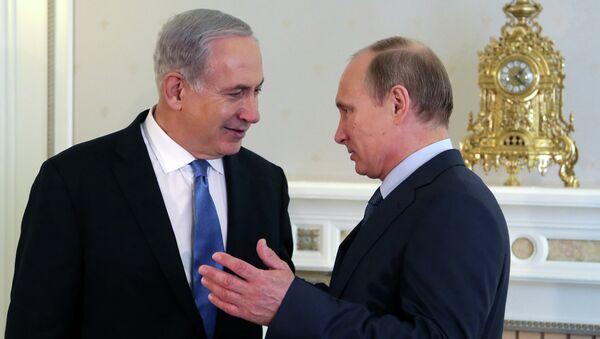 Russia's President Vladimir Putin (R) and Israeli Prime Minister Benjamin Netanyahu speak during their meeting at Putin's residence in the Black Sea resort of Sochi, on May 14, 2013 - Sputnik International