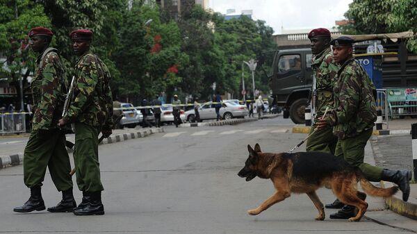 Kenyan police officers keep vigil outside the Supreme Court in Nairobi. File photo - Sputnik International