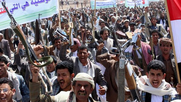Followers of the Houthi movement demonstrate to show support to the movement in Yemen's northwestern city of Saada March 26, 2015 - Sputnik International