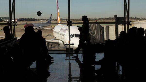 Passengers wait to board a Germanwings flight in Barcelona's El Prat airport March 27, 2015 - Sputnik International