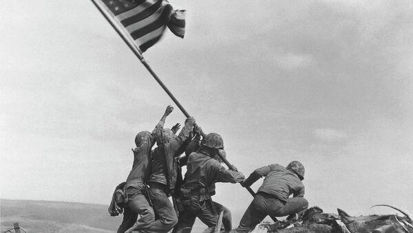 US Marines of the 28th Regiment, 5th Division, raise the American flag atop Mt. Suribachi, Iwo Jima - Sputnik International
