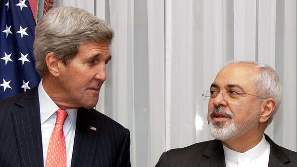 US Secretary of State John Kerry (L) and Iran's Foreign Minister Mohammad Javad Zarif pose for a photograph before resuming talks over Iran's nuclear programme in Lausanne - Sputnik International