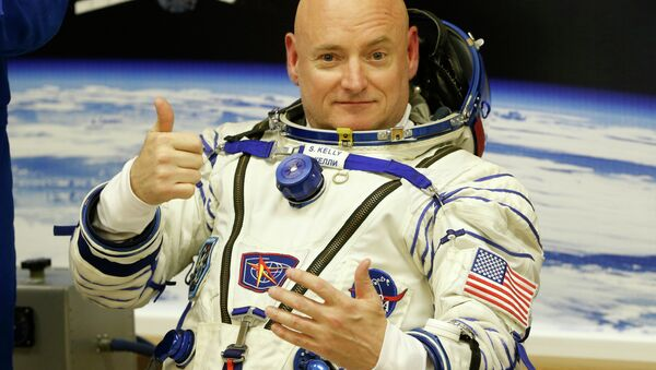 U.S. astronaut Scott Kelly, crew member of the mission to the International Space Station, ISS, gestures prior the launch of a Soyuz-FG rocket at the Russian leased Baikonur cosmodrome, Kazakhstan, Friday, March 27, 2015 - Sputnik International