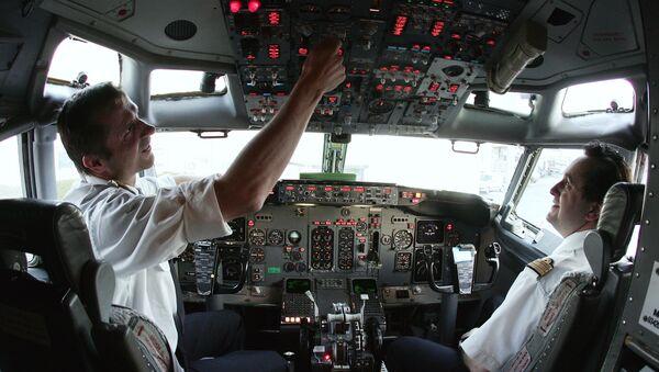 Europe Airpost Boeing B737-300 QC pilot (L) and co-pilot (R) make their pre flight check routine at Paris Roissy airport 21 March 2007 - Sputnik International