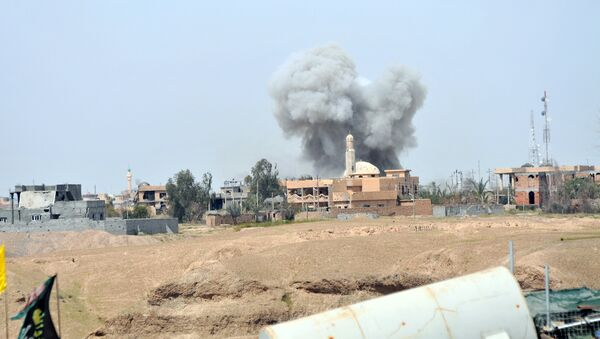 Smoke rises during clashes between Islamic state militants and the Iraqi army in Tikrit March 28, 2015 - Sputnik International