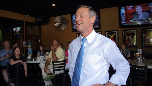 Then-Maryland Governor Martin O'Malley speaks with Democratic activists at Saints Pub and Patio in the Beaverdale neighborhood of Des Moines last year - Sputnik International