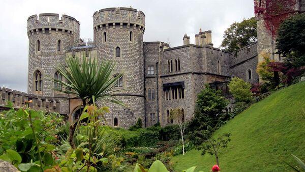 Windsor Castle on the Thames River west of London, England, is the official residence of Elizabeth II - Sputnik International