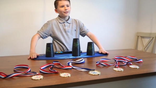 Superb Sleight of Hand: 10-Year-Old UK Speed Stacking Champ Shows His Skill - Sputnik International