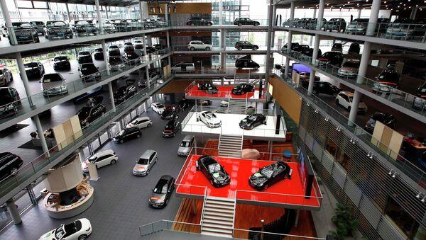 Mercedes-Benz cars are displayed in a dealership of German car manufacturer Daimler in Munich - Sputnik International