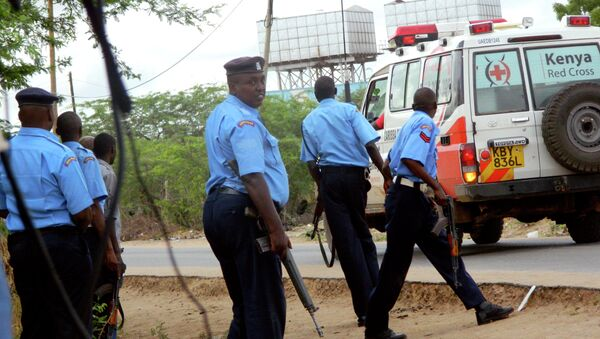 Kenyan police officers take positions outside the Garissa University College as an ambulance carrying the injured going to a hospital, during an attack by gunmen in Garissa, Kenya, Thursday, April 2, 2015. - Sputnik International