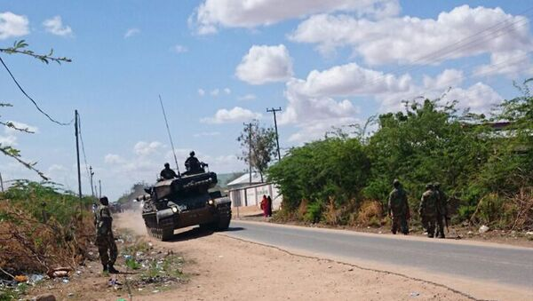 A Kenyan Defence Forces tank on a road outside the Garissa university college, Thursday, April 2, 2015. - Sputnik International