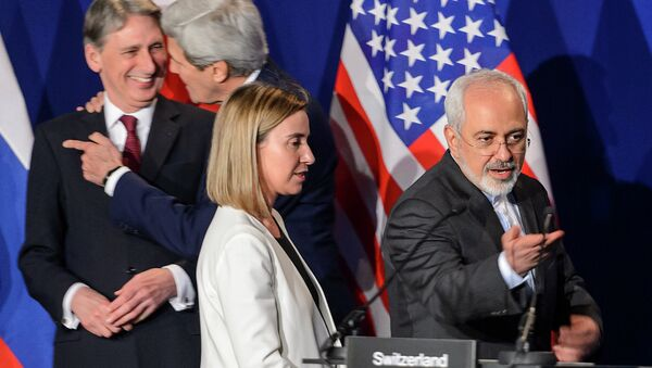 (Ftom L) British Foreign Secretary Philip Hammond, US Secretary of State John Kerry, EU's foreign policy chief Federica Mogherini and Iranian Foreign Minister Mohammad Javad Zarif arrive prior to the announcement of an agreement on Iran nuclear talks on April 2, 2015 - Sputnik International