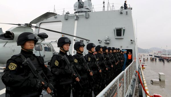 Soldiers of the Chinese People's Liberation Army stand on the deck before a fleet sets out for Aden, Yemen, from Zhoushan, Zhejiang province, April 3, 2015. - Sputnik International