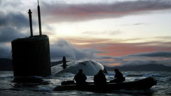 Royal Navy Submarine HMS Talent Conducts Surfacing Drills in Scotland - Sputnik International