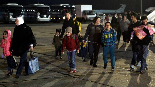 Russians evacuated from Yemen land in Moscow Region - Sputnik International