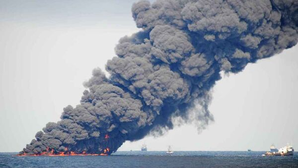 Spill-response crews gathering and burning oil in the Gulf of Mexico near the site of the leaking Macondo well - Sputnik International