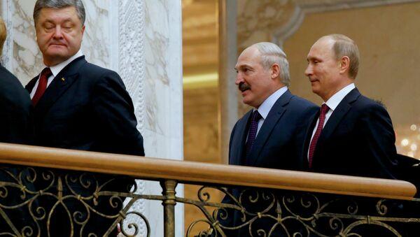 Ukrainian President Petro Poroshenko, left, is followed by Russian President Vladimir Putin, right, and Belarusian President Alexander Lukashenko, heading for a broader meeting involving senior officials in Minsk, Belarus, Wednesday, Feb. 11, 2015 - Sputnik International